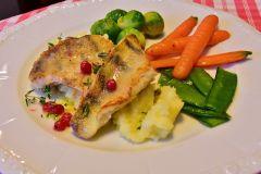 Fisch mit Gemüse zubereitet in Heißluftfriteuse