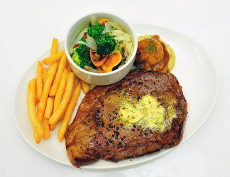 Heißluftfriteuse - Steak mit Pommes